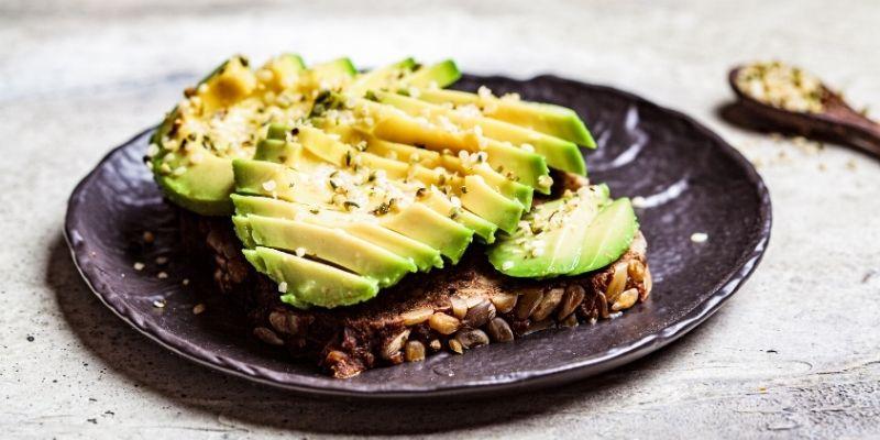 proteine semi di canapa e avocado